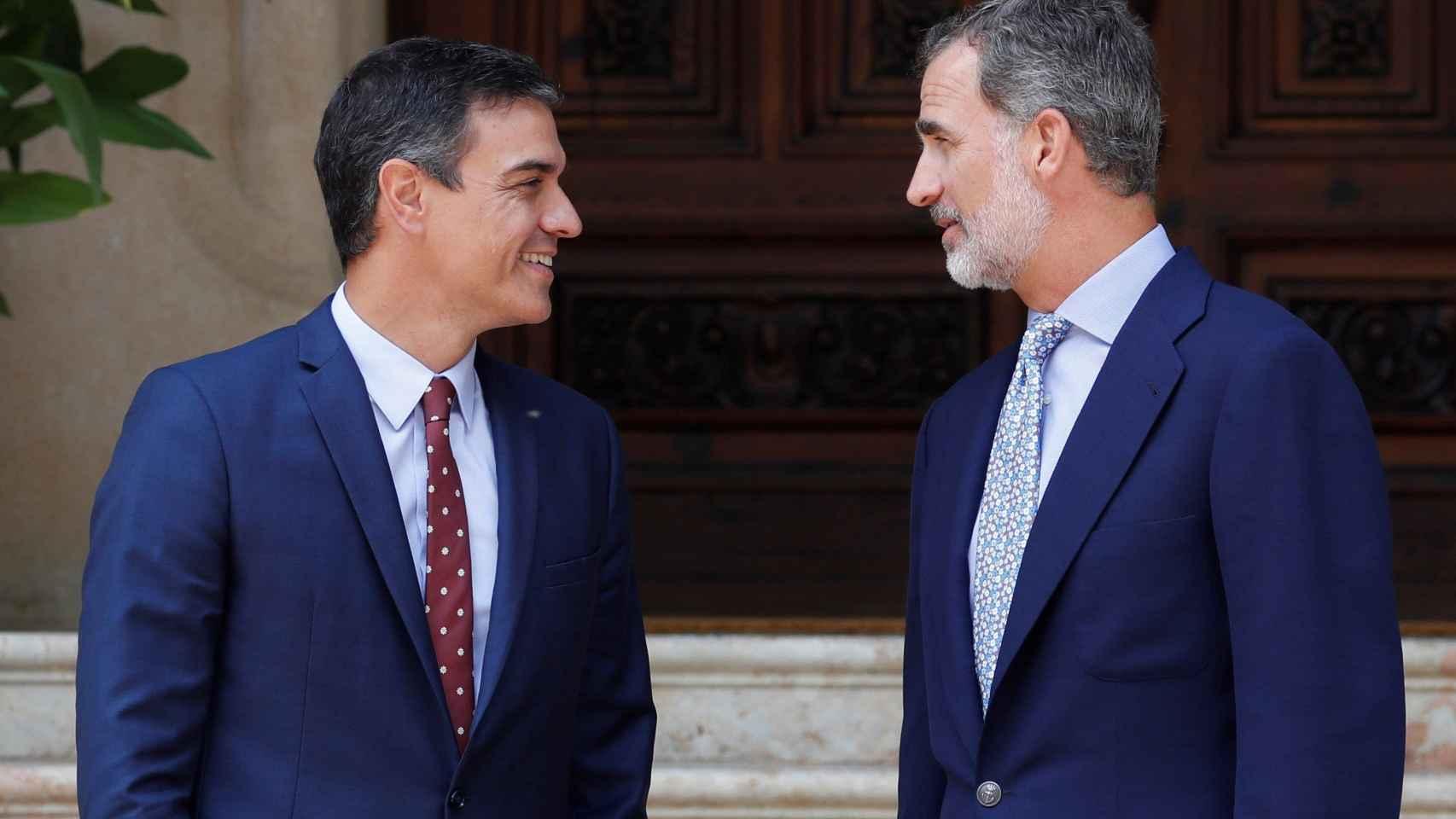 El Parlament reprueba a Sánchez por el 155 y pide la abdicación de Felipe VI