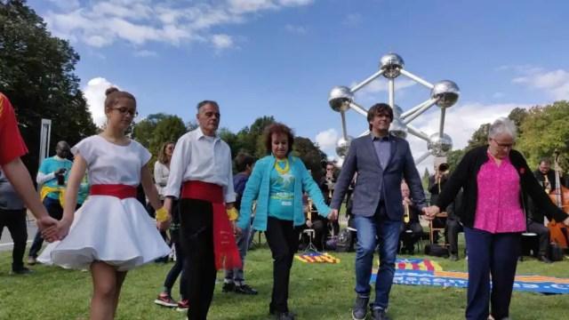 Puigdemont baila una sardana en Bruselas por la Diada mientras Junqueras  espera su sentencia