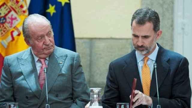 Joan Carles I i Felip VI en un acte oficial.