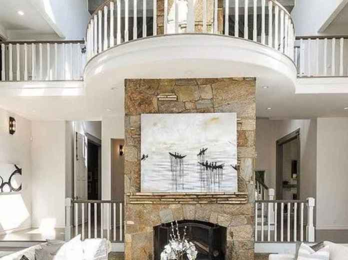 Detail of the main hall of the new house of Selena Gomez.