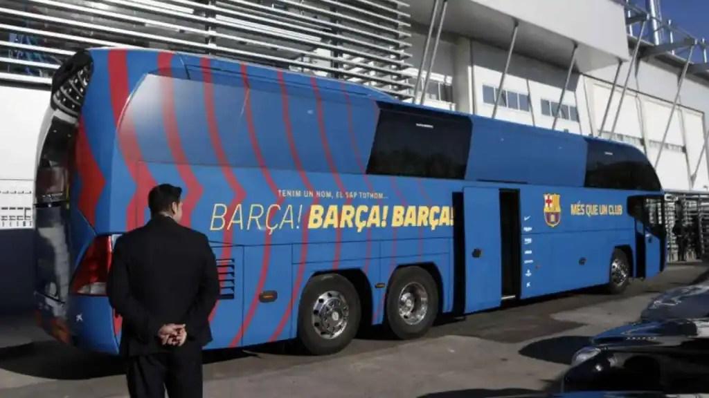 El Barça corta el grifo en plena crisis: viajó en bus a Huesca para ahorrar