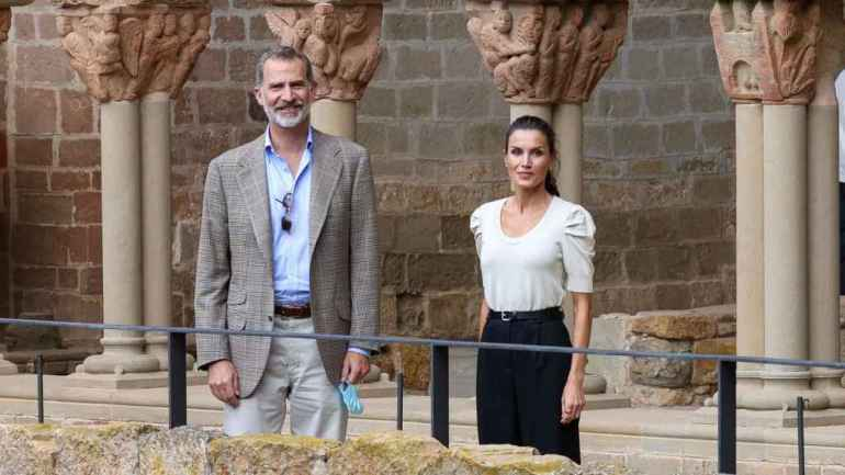 Felipe, along with Letizia, who debuted this Massimo Dutti sweater in July.