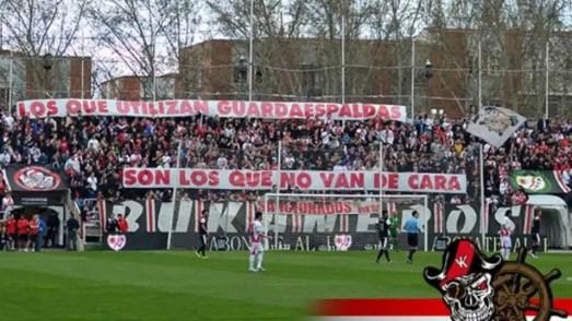 Pancarta de Bukaneros en Vallecas contra Martín Presa
