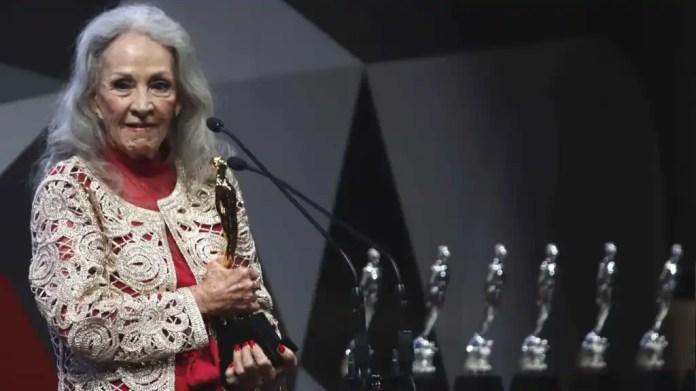 Muere Isela Vega, poderosa actriz y primera mujer latina en posar para  'Playboy', a los 81 años