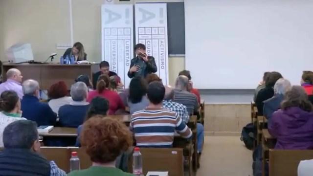 Eric Alonso, en una charla en la que también participa Monedero.
