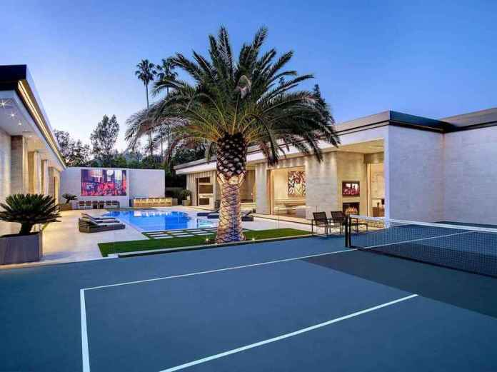 Detail from the tennis court of the mansion that he has bought Kylie Jenner.