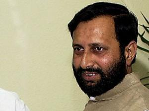 Centre considering 100% FDI in news media, says Javadekar