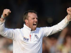 Graeme Swann retires from England while on Ashes tour
