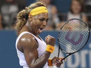 Williams beats Azarenka to defend Brisbane title
