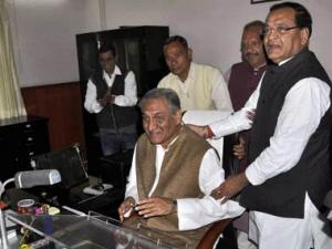 Bahuguna's appointment, dismissal is part of Cong's big problem