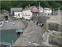 SS3124 : The Red Lion, Clovelly by Roy Parkhouse