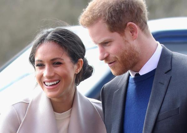 Meghan Markle's Father Spotted Checking British Picture ...