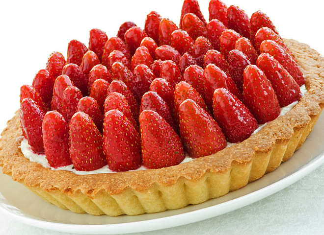 05f85a1a83431f706a7e3d0731b229f1 shutterstock 54166414 - Cake with strawberries: make bright the may dessert