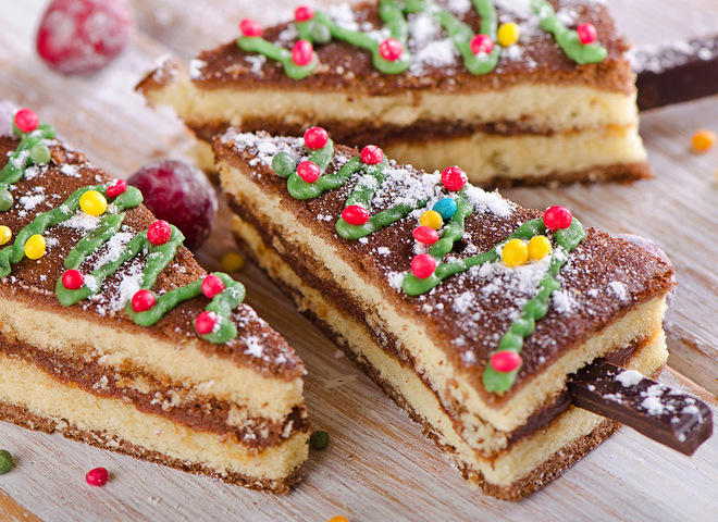 "2cf322a81d7a3e21e9e941bbbbb079e3 01 tort na novy god 2015 depositphotos 56236039 m - Cake for the New year 2018 ""Spruce forest"""
