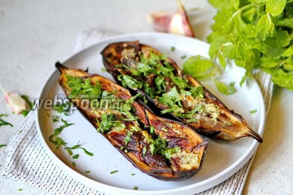 Баклажаны запечённые с чесноком в духовке – рецепт с фото ...