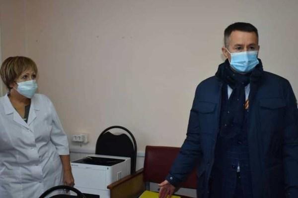 Мэр кузбасского города проверил очереди в поликлиниках