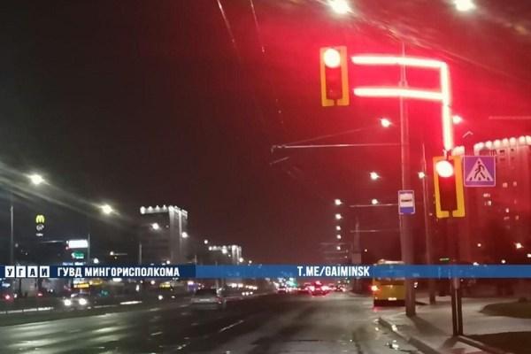 Фотофакт. В Минске начали работать светофоры с ...