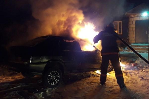 Под Липецком пожарные тушили загоревшийся ВАЗ