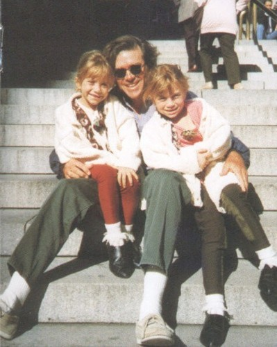 Ashley and Mary-Kate Olsen with their father