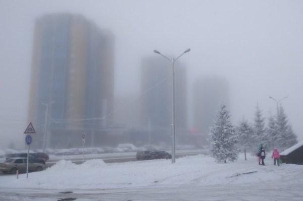 В Челябинской области город заволокло молочной дымкой