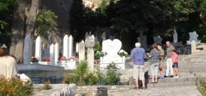 BOSw Mostar cimetière visiteurs DSC00744