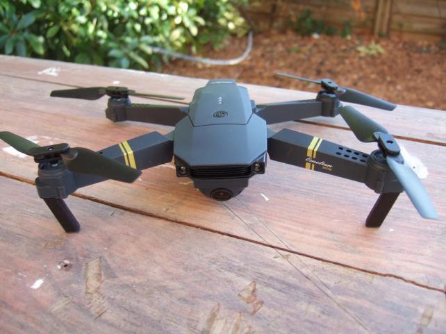 Commander drone camera embarquée et avis prix d un drone
