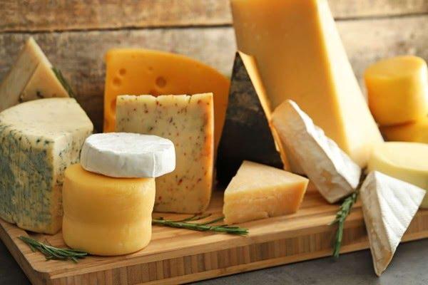 As propriedades nutricionais se diferem de acordo com cada tipo de queijo — Foto: Reprodução/Internet