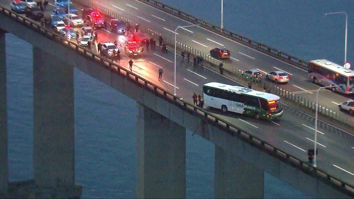 Às 6h10, sentido Rio da Ponte estava fechado — Foto: Reprodução/TV Globo