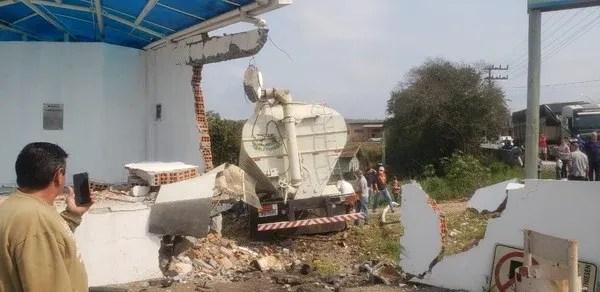 Acidente em Ituporanga deixou pelo menos cinco feridos — Foto: Corpo de Bombeiros/ Divulgação