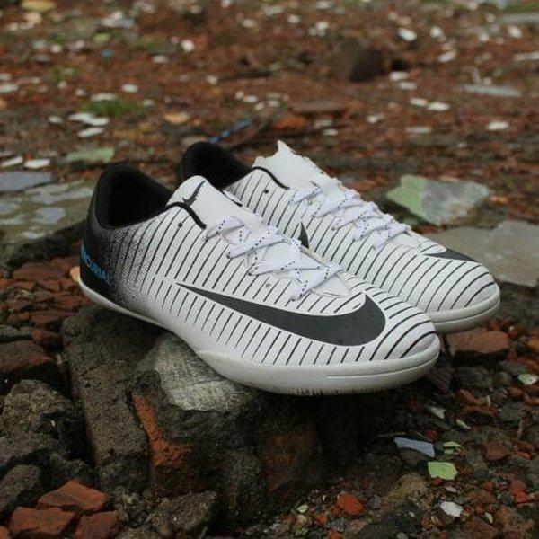 TERBARU Sepatu NIKE MERCURIAL FUTSAL Warna Hitam Putih Murah Kualitas Bagus