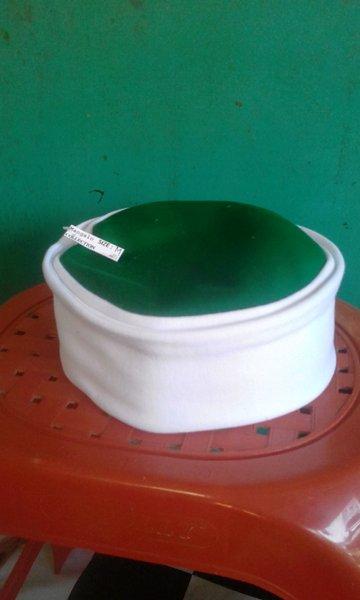 Peci lipat mesir putih atas hijau