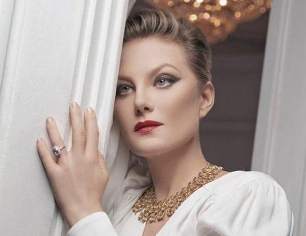 Литвинова отказала поклоннику в фото после аварии