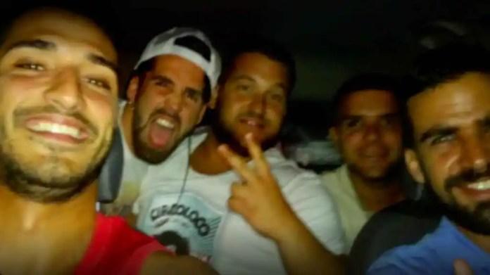 Los cinco miembros de La Manada en un viaje juntos en coche.