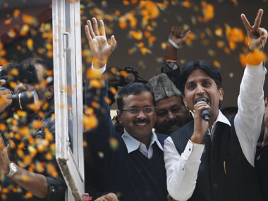 Delhi poll results 2015: Counting begins, AAP, BJP neck-to-neck with 10, 9 leads respectively