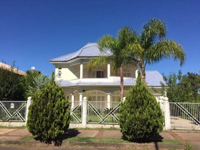 Casa onde o cantor Belchior morava em Santa Cruz do Sul (RS), neste domingo. Vizinhos disseram que família do cantor é muito reservada e vivia bastante no local (Foto: Muriel Porfio/RBS TV)