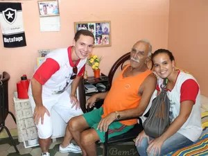 No último trote, alunos visitaram instituições de caridade em Campos, RJ (Foto: Wellington Cordeiro/FMC)