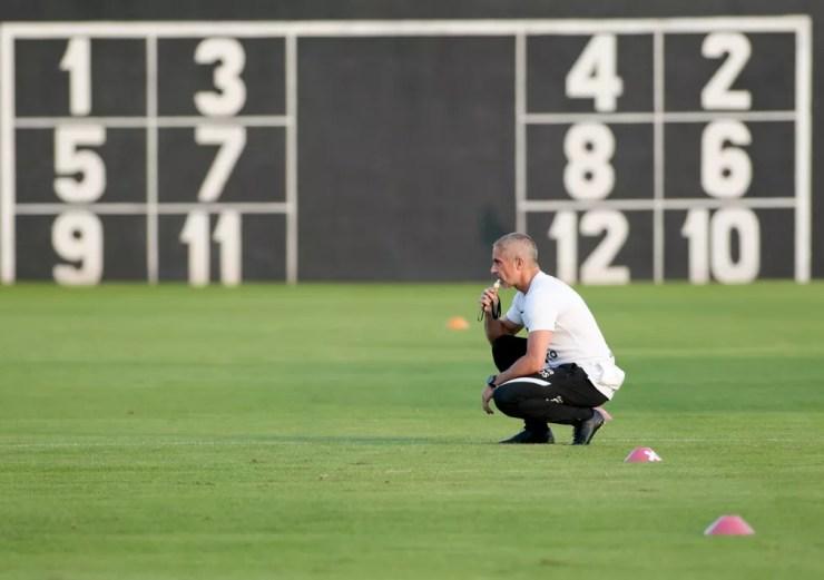 Sylvinho em treino do Corinthians — Foto: Rodrigo Coca/Ag. Corinthians