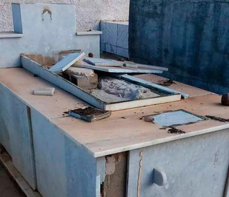 Túmulos foram violados no cemitério de Casa Nova, na Bahia (Foto: Anderson Andrade/Arquivo pessoal)