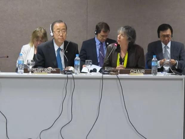 Ban Ki-moon ouve as críticas de Iara Pietrovsky, representante da Cúpula dos Povos (Foto: Darlan Alvarenga/G1)