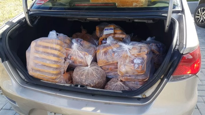Carga de buchada de bode flagrada pela PRF dentro de porta malas de carro, em Campina Grande — Foto: PRF-PB/Divulgação