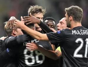 jogadores do Celtic comemoram vitória sobre o Spartak (Foto: AFP)