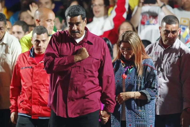 Nicolás Maduro comemora reeleição neste domingo (20) na Venezuela (Foto: Ariana Cubillos/AP Photo)