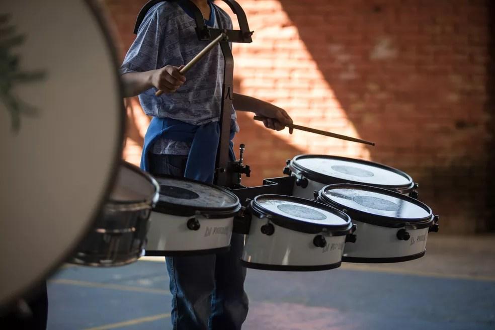 Administradores e especialistas afirmam que falta uma política de governo ampla para apoiar o ensino de música nas escolas. — Foto: Fábio Tito/G1