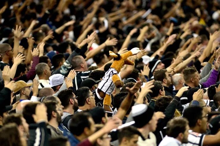 Fiel comparece em grande número a Itaquera (Foto: Marcos Ribolli)