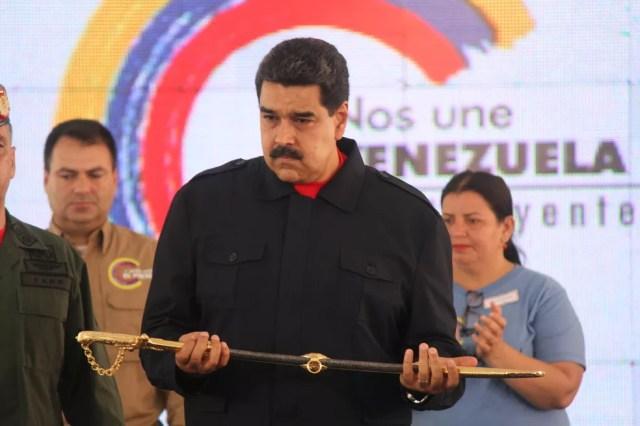 O presidente da Venezuela, Nicolás Maduro, em cerimônia de condecoração a venezuelanos sancionados pelos Estados Unidos, em 27 de julho (Foto: Reprodução/Twitter/@DPresidencia )