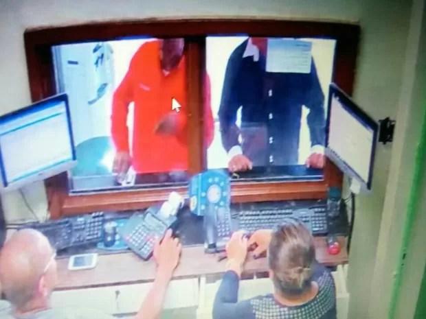 Suspeito foi preso após denúncia (Foto: Polícia Militar)