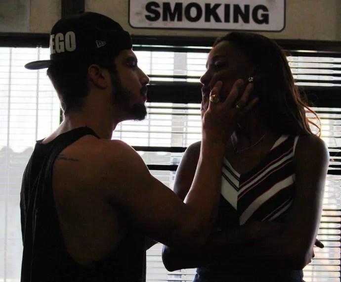 Grego e Alceste trocam farpas depois de passarem a noite juntos (Foto: Karen Fideles/Gshow)