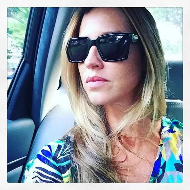 Luana Piovani posta selfie e conta para fãs: 'Partiu, Playboy'