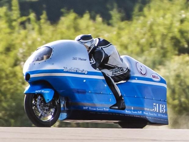 Bill Warner treinava com sua moto, neste domingo (14), antes do acidente (Foto: AP Photo/Peter Freeman)
