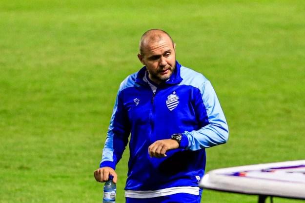 Mozart conta que jogadores se cobraram para o time não se afastar do G-4 — Foto: Ailton Cruz/Gazeta de Alagoas